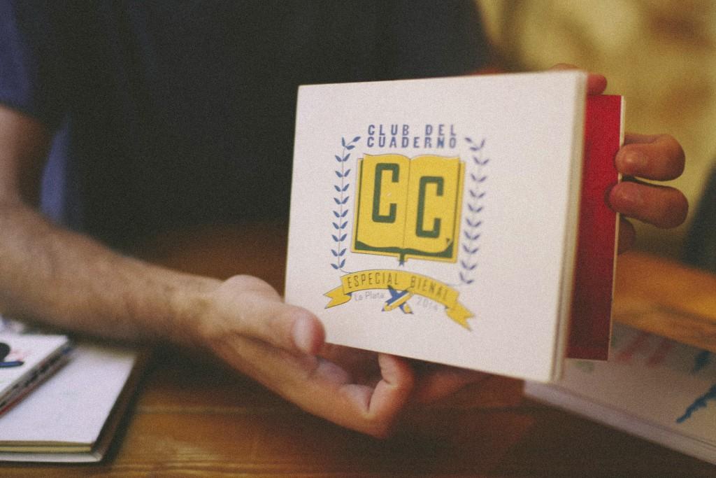La idea del Club del Cuaderno es, en parte, pedagógica, y es que se apoya en una relación horizontal en la que la gente de distintas disciplinas se relaciona y en ese compartir se cree algo constructivo y emancipador.